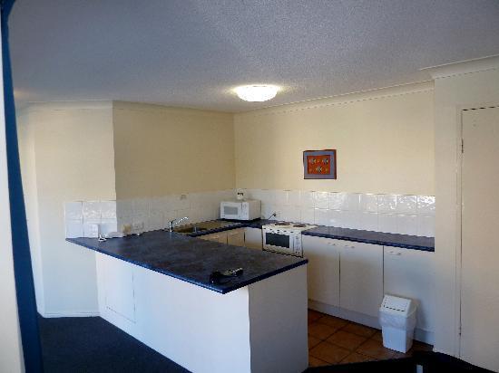 Belaire Place Motel Apartments: Kitchen