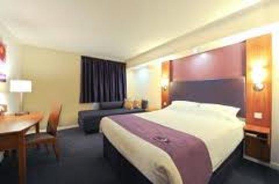 Premier Inn Telford Central Hotel: Bedroom Set Up