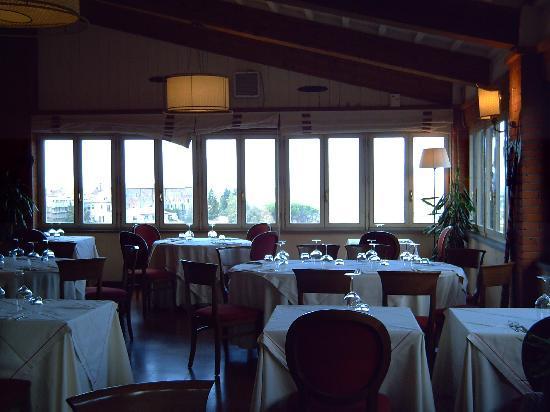 San Miniato, Italy: parte del ristorante panoramico