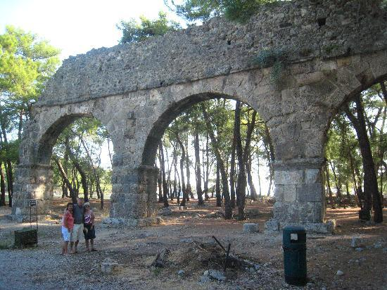 Phaselis Antique City : Phaselis aqueduct