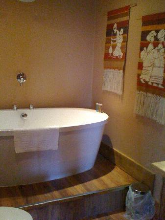 Heritage Suites: The Bathroom
