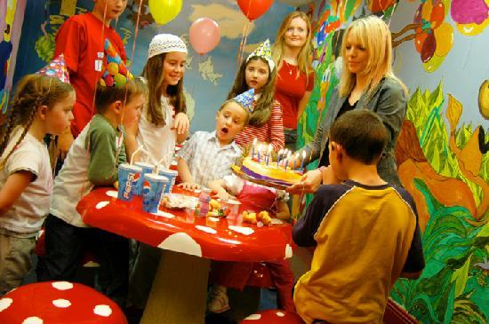 Kids Birthday Parties Picture Of Planet Entertainment Centre - Children's birthday parties galway
