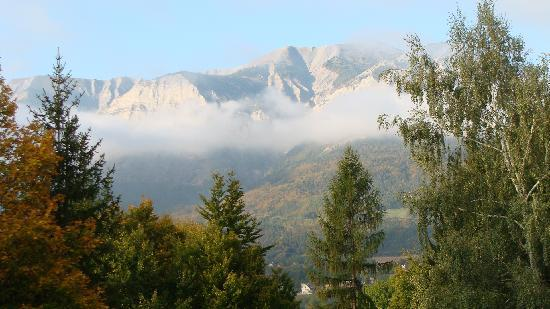 Logis La Cremaillere : Mountain view