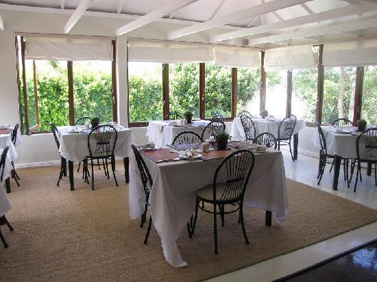 Oak Tree Cottage Guest House: Dining area where a delicious full English breakfast is served!