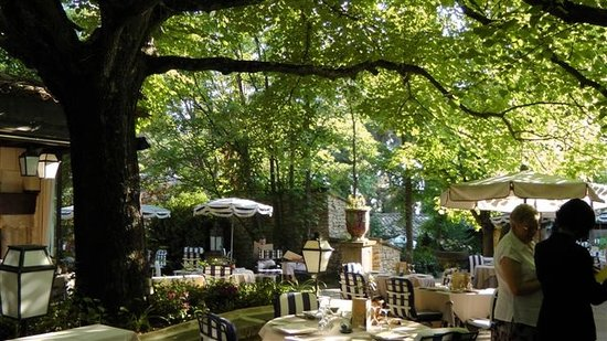 Le mas d 39 entremont aix en provence restaurant reviews for Restaurant ile de france avec jardin