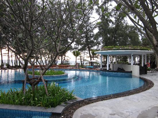 Holiday Inn Phuket Mai Khao Beach Resort : The pool