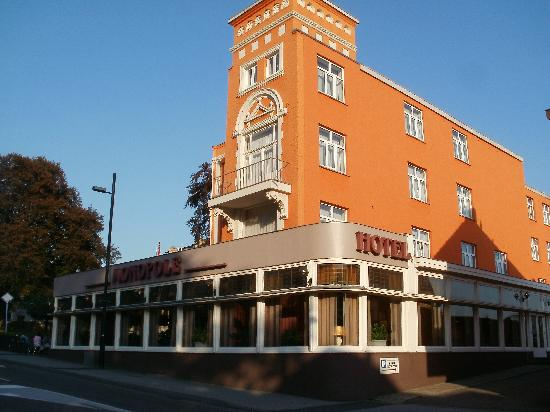 Grand Hotel Monopole: front