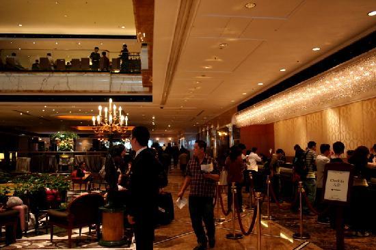 โรงแรมรอยัลพลาซ่า: lobby