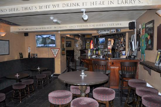 Larry's Bar : inside