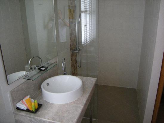 Chaydon Bangkok: Salle de bain-douche