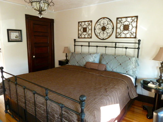 East Bay Bed & Breakfast: Narragansett King room