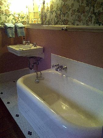 The Richards: Soaking tub for Blue room.