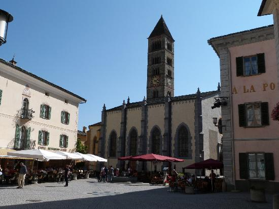 Ristorante Albrici: Hauptplatz - li das Albrici
