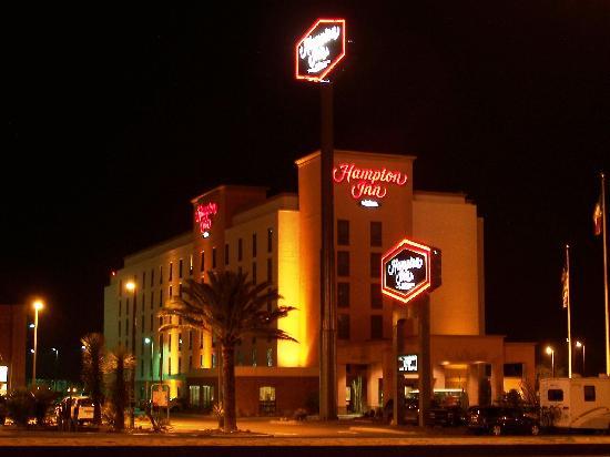 Hampton Inn by Hilton Saltillo Airport Area: Vista Nocturna/Night View