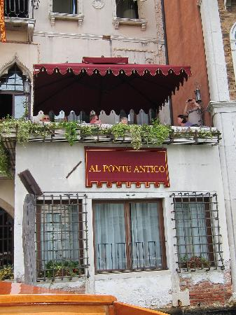 Al Ponte Antico Hotel: Be sure to enjoy a Prosecco on the terrace.