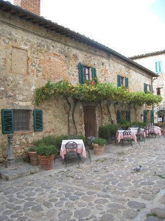 Tours Around Tuscany: Monteriggioni