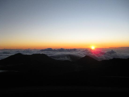 Upcountry Bed and Breakfast: Haleakala sunrise (10,045 ft)