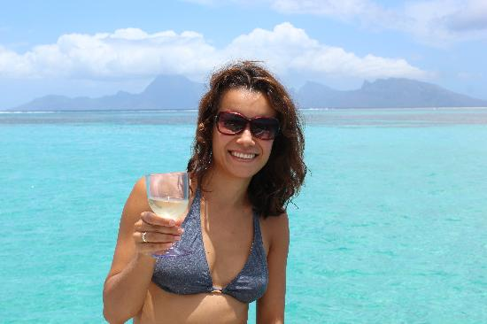 Nemo Cruises Day: Petit verre de vin blanc et vue sur Moorea