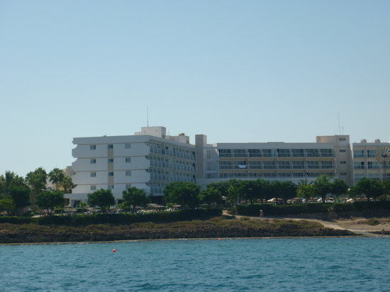 Pernera Beach Hotel: View of hotel from boat trip