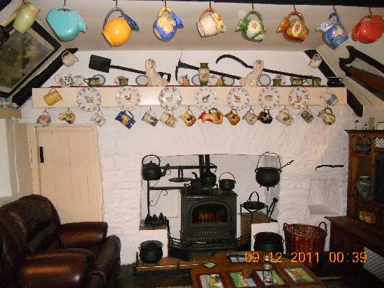 Fairybridge Cottage: Lovely Cottage Parlor