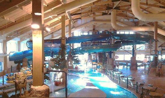 Tundra Lodge Resort Waterpark & Conference Center: Left side of park