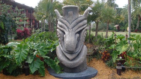 Disneyu0027s Polynesian Village Resort: Tiki God Statues On Property