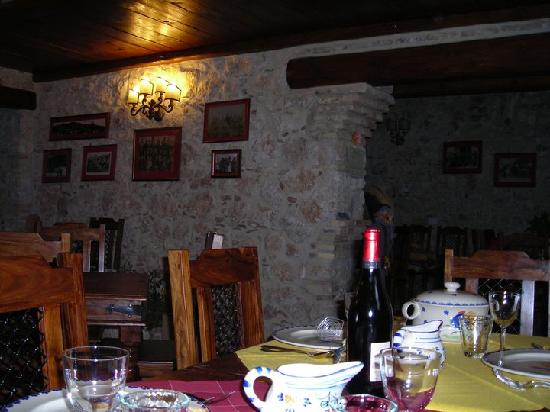 Castel del Monte, Italy: La sala ristorante - The restaurant room