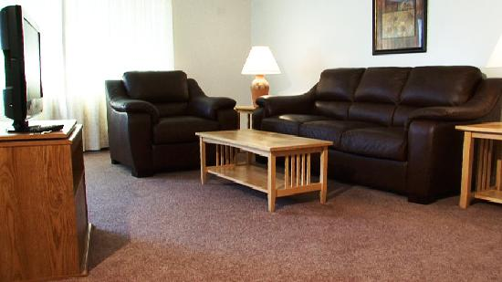 Avalon Corporate Suites: Spacious living room