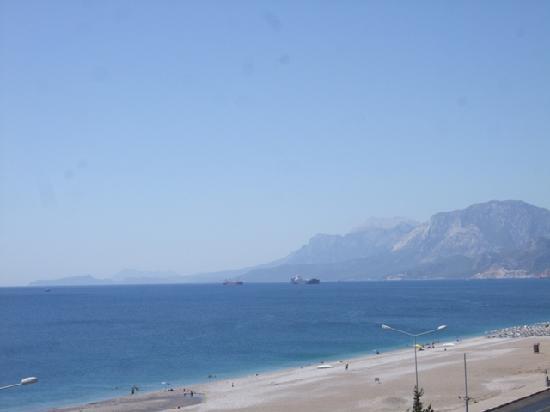 Acropol Beach Hotel: Vista desde el balcon