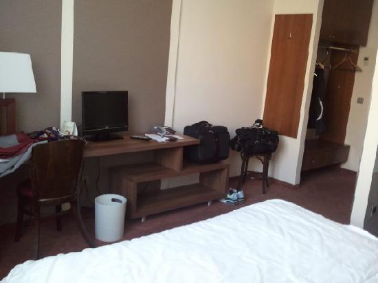 Ivbergs Hotel Berlin Messe: Zimmer: Blick vom Bett aus