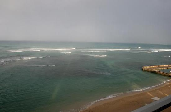 The New Otani Kaimana Beach Hotel: morning view from out room