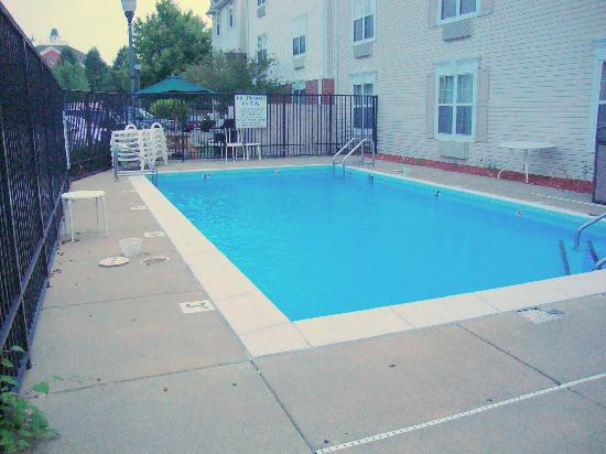 TownePlace Suites Bloomington: Small swimming pool