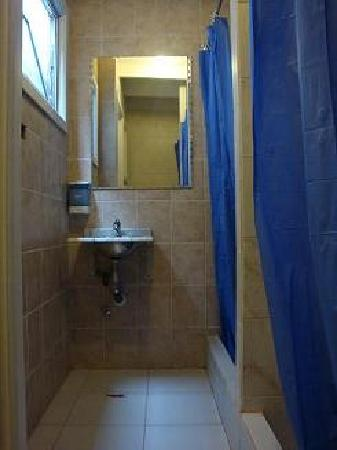Atacama Low Cost: duchas hombres