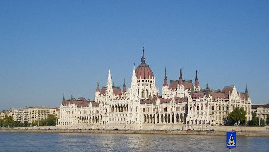 Budapest Essence: Parlement Jour
