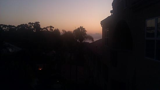 Catalina Canyon Resort & Spa: Sunrise from one of the balconies.