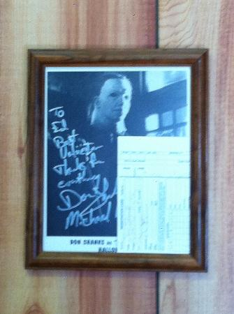 ‪‪Hanksville Inn‬: Michael Myers Autograph Behind the Front Desk‬