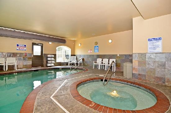 Rivertide Suites: Pool and Hot Tub
