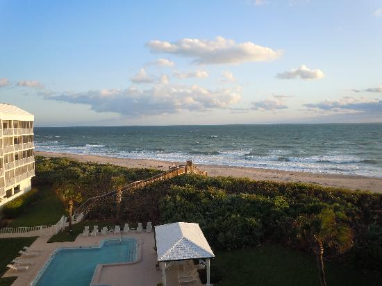Hutchinson Island Marriott Beach Resort & Marina: fuller view from the room