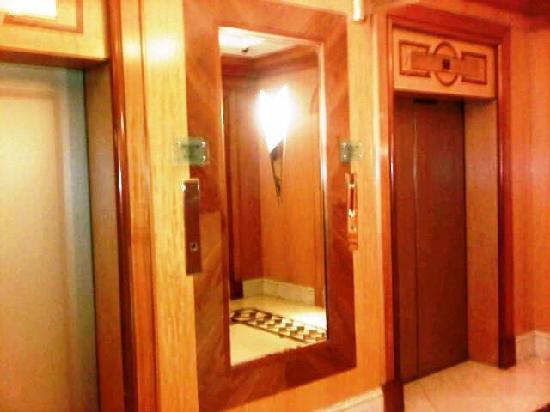 โรงแรมมิลเลนเนียม กลอสเตอร์: All public areas were attractive and well kept