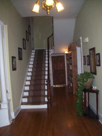 Bruce House Inn: Stairway