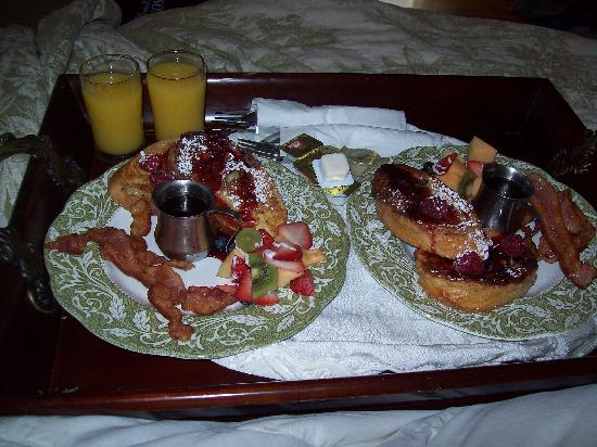 Bruce House Inn: Breakfast in our room