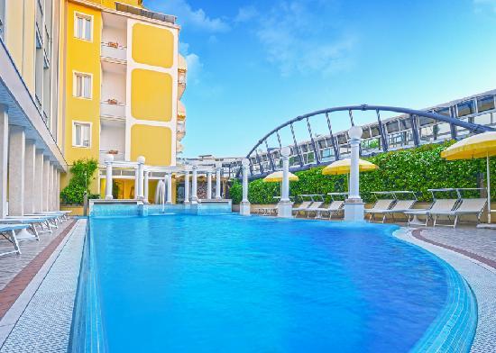 Hotel Aurora Terme: piscina esterna