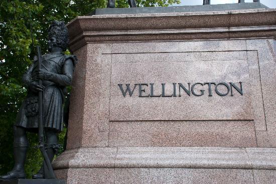 Duke of Wellington Statue: Statue inscription
