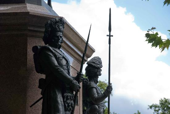 Duke of Wellington Statue: Soldiers of the Duke of Wellington