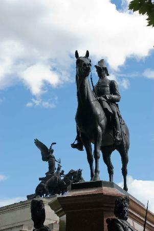 Duke of Wellington Statue: Looking up at the statue