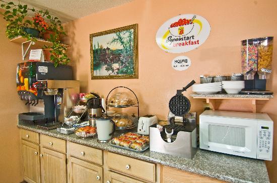 Super 8 Siloam Springs : Breakfast Area