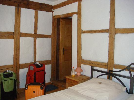 Gastehaus Familie Gerlinger: Bavarian style walls in our room