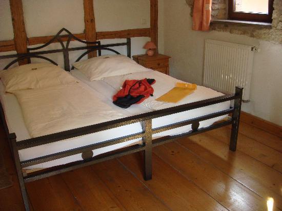 Gastehaus Familie Gerlinger: bed in our room