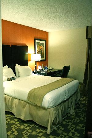 Holiday Inn Express Wilkes Barre East: Comfortable Bed