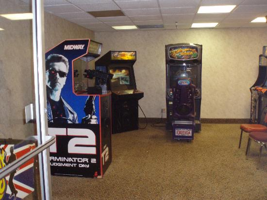 Holiday Lodge Hotel & Conference Center: Game Room